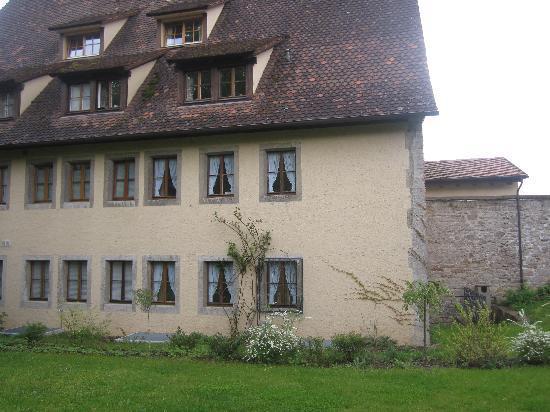 Burghotel: Hotel from Garden