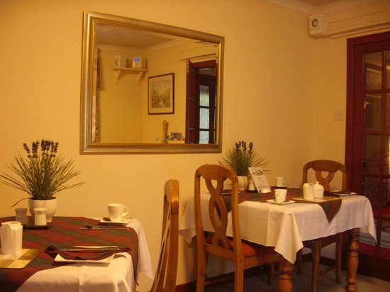 Kilmore Farmhouse: dining room