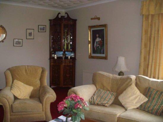 Kilmore Farmhouse: the lounge