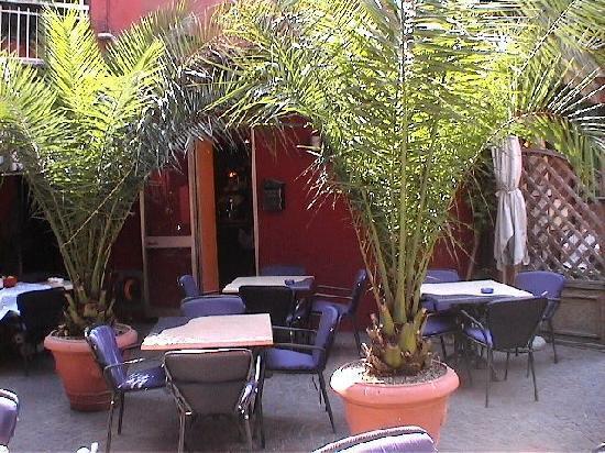 Hotel Danieli la Castellana: piazzetta a Castelletto