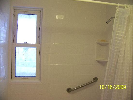 Northeaster Motel: Window in the shower! (It fogs up. haa haa)