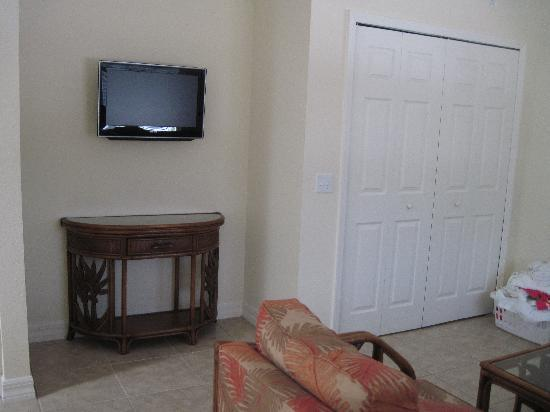 The Sea Spray Resort: Flat Screen TV's in living and bedroom rooms