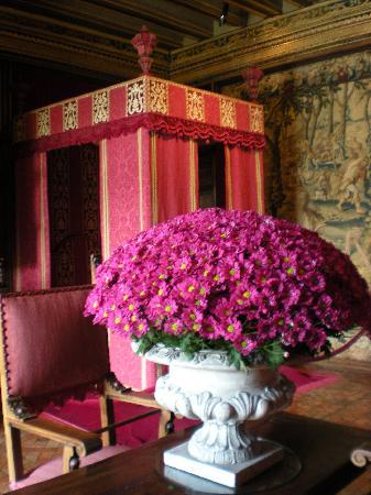 Chenonceaux, Frankrike: Just one of many arrangements done with flowers from their gardens