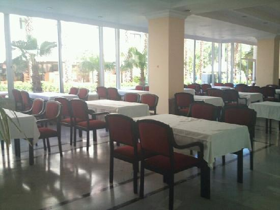 L'Etoile Hotel: Clean Dining Area