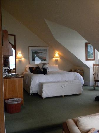 Sooke Harbour House Resort Hotel: Bedroom area