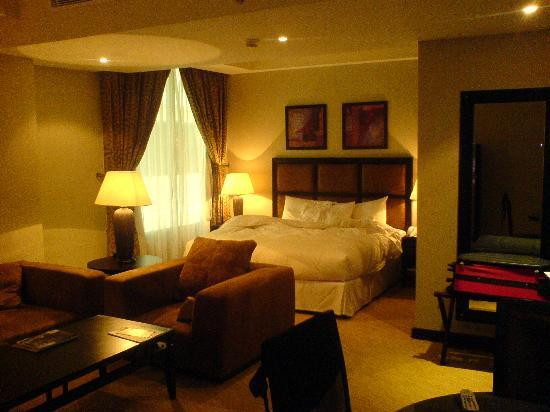 Plaza Inn Doha: bed and sleeping area
