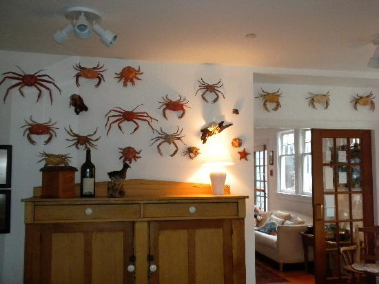 Sooke Harbour House: Crab wall in Dining room