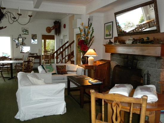 Sooke Harbour House: Dining hall lounge
