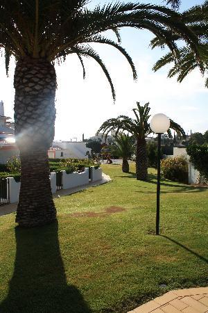 Joinal Villas Apartments: View over the gardens to the play area