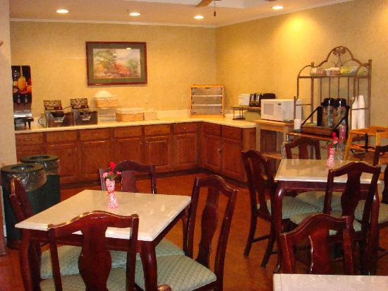 Quality Inn Palm Bay: Breakfast area