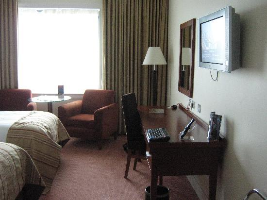 Shearwater Hotel: bedroom