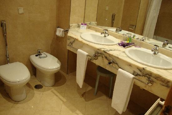 Ayre Hotel Ramiro I: Cuarto de baño