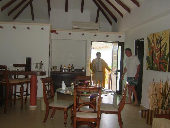 Dining area in pres casita.