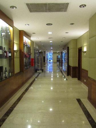 Lafayette Hotel: hall