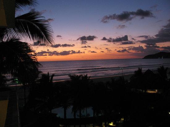 The Grand Mayan at Vidanta Acapulco: Another gorgeous sunset