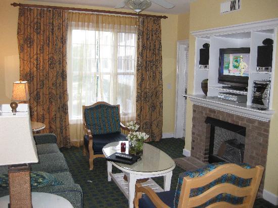 Holiday Inn Club Vacations South Beach Resort: Living room