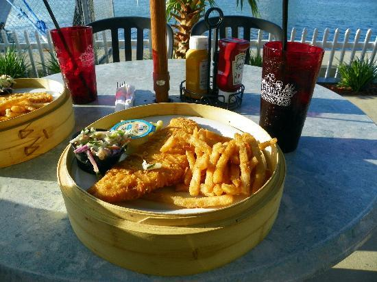 Port Canaveral, Φλόριντα: Our Fish Fry dinner (the plate is huge)