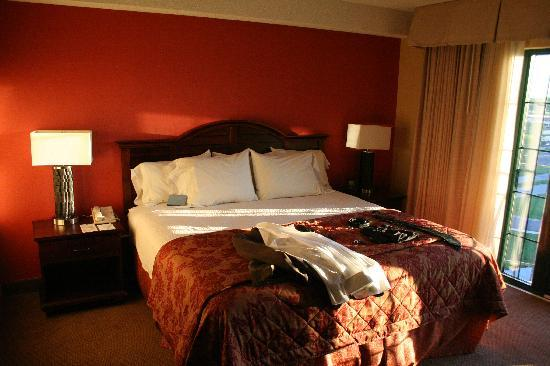 Embassy Suites by Hilton Indianapolis - North: Bed