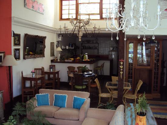 Pousada Amendoeira : The lounge and dining room