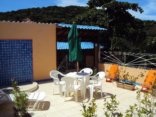 Pousada Amendoeira : The roof top sundeck of Amendoeira