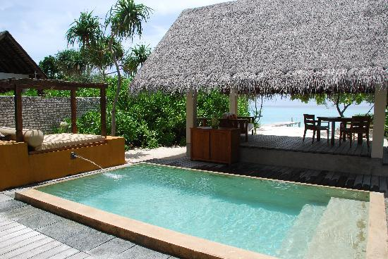 Four Seasons Resort Maldives at Landaa Giraavaru: Outside Beach Bungalow 121