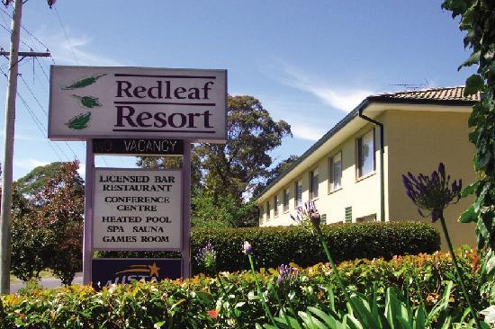 Comfort Inn Redleaf Resort: Situated in landscaped surrounds