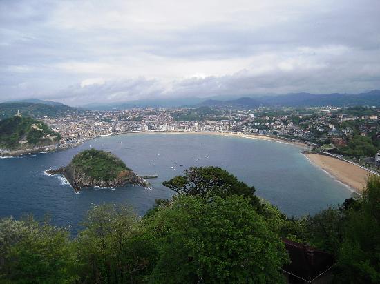San Sebastian - Donostia, Spain: Spaggia dall'alto