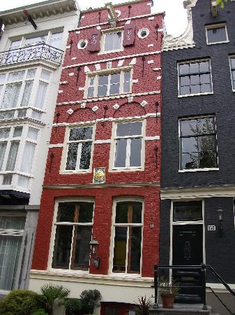 Sunhead of 1617 : The beautiful red house in Herengracht 152