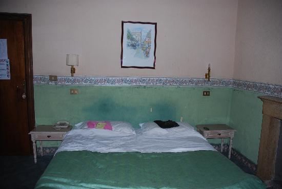 Ara Pacis Hotel : il letto
