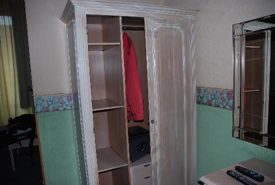 Ara Pacis Hotel : l'armadio..a giorno