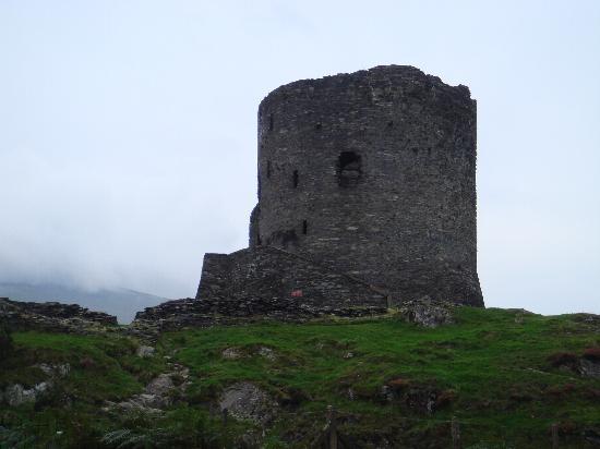 Snowdonia National Park: Dalbadarn Castle @ Llanberis
