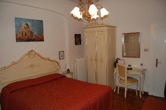 Villa Albertina: Inside view, first floor, room Num. 4
