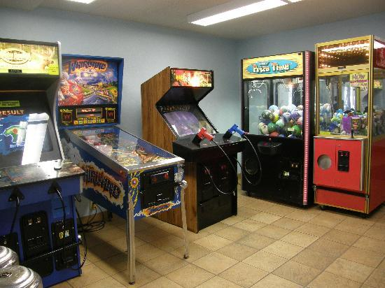 GuestHouse Inn & Suites Rochester: Gameroom