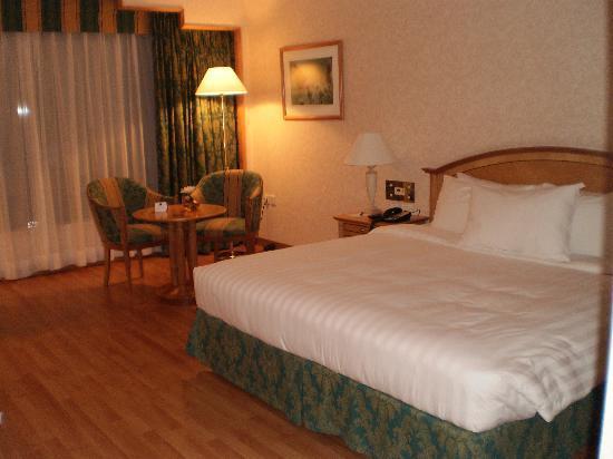 Crowne Plaza Hotel Abu Dhabi: bed