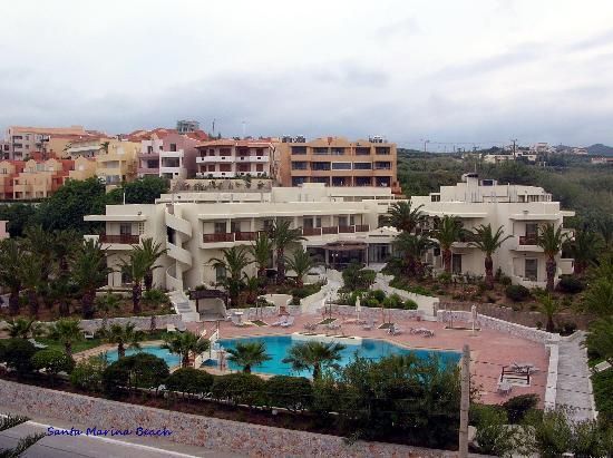 Santa Marina Beach Hotel: annexe avec jardin et piscine