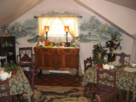The Saragossa Inn B&B: Quaint Dining Room