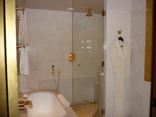 Salle De Bain - Picture Of Park Hyatt Paris - Vendome, Paris