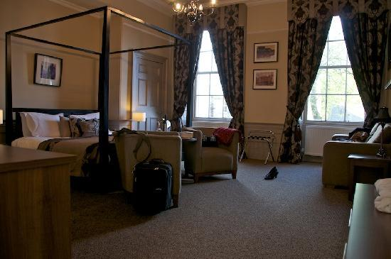 The Salisbury Hotel: Four-poster room (Holyrood)