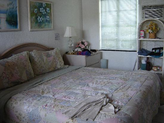 Island Breeze Inn : Bed