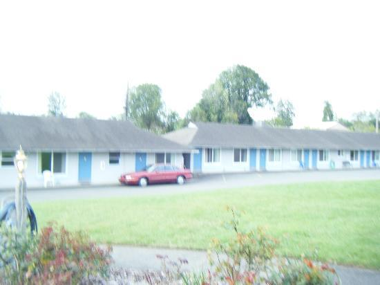 Myrtle Lane Motel: outside of main building