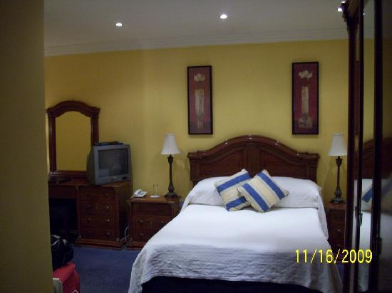 Redbank Guest House: single room queen sized bed