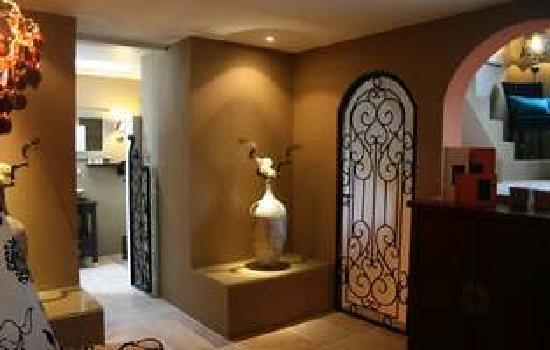 Hotel Troiz : Spacious and luxurious mediterranean suites