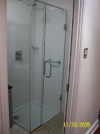 The Crescent Townhouse: Shower