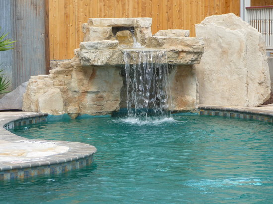 Village at Gruene Condos: Village at Gruene pool/waterfall
