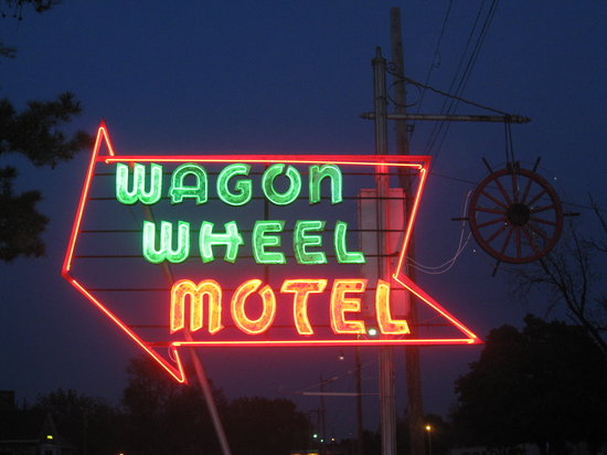 Wagon Wheel Motel : The neon was nice.