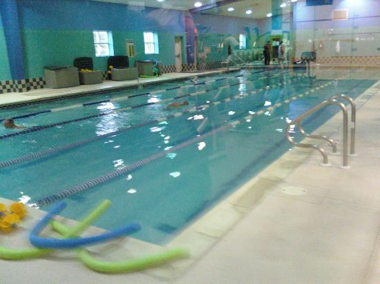 Courtyard by Marriott Philadelphia Langhorne: Pool at Gym Next Door to Hotel