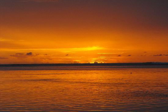 Adaaran Select Hudhuranfushi: Maldive sunrise
