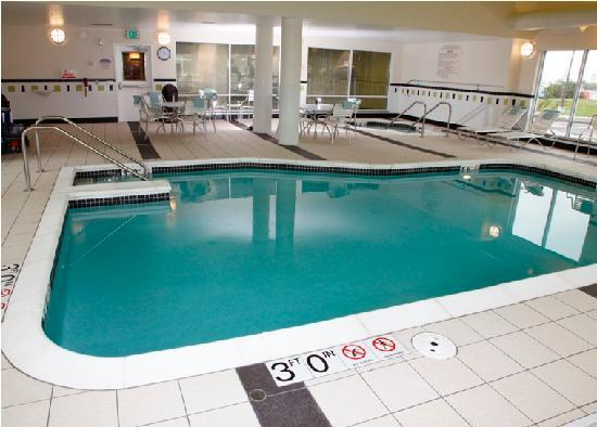 Fairfield Inn & Suites Madison East: Indoor Pool & Whirlpool
