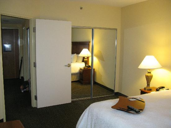 Hampton Inn & Suites Birmingham-Hoover-Galleria: Bedroom very large and seperate from the rest of the suite