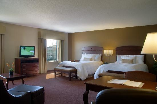 Hampton Inn and Suites Madison West: Two Queen Suite